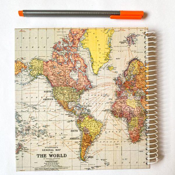دفتر جلد سخت نقطه دار نقشه جهان روشن