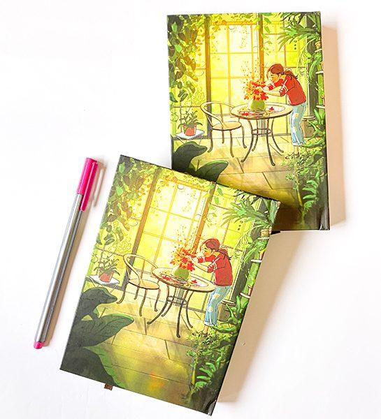 دفتر جلد سخت پالتویی دختر در گلخانه سبز