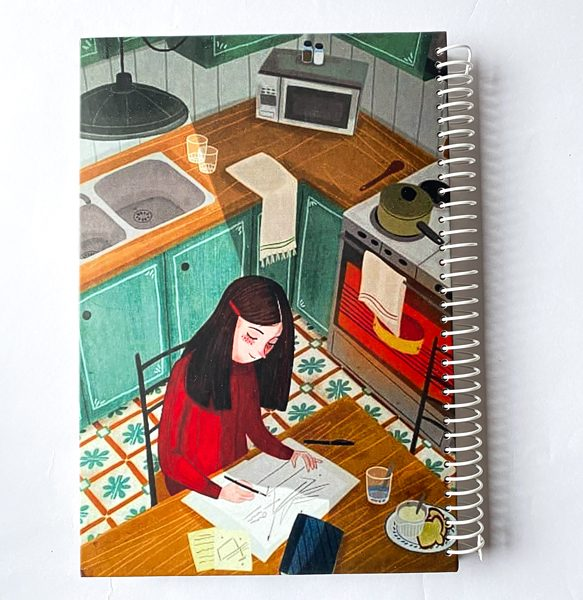 دفتر بیخط دختر در آشپزخانه