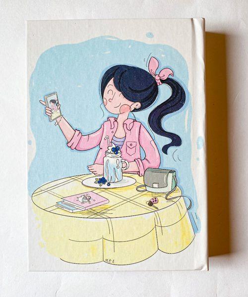 دفتر پالتویی خطدار دختر در کافه