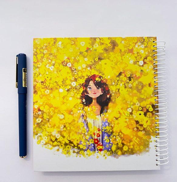 دفتر مربعی بیخط دختر در دشت زرد